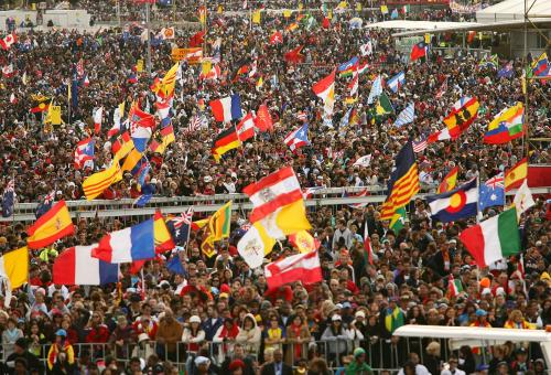 Jubilant Crowd WYD Mass - (c) WYD 2008